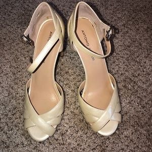 Women Cream Peep Toe Patent Leather Shoe